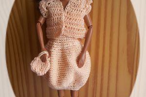 Des ensembles au crochet pour poupées mannequins