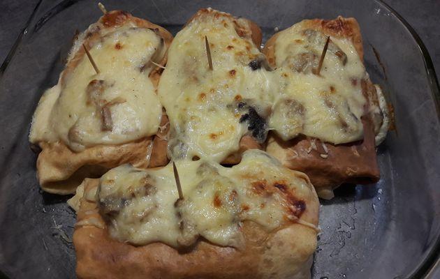 Crêpes garnies.sauce mornay et poulet