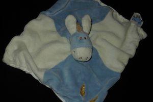 Doudou peluche âne cheval plat Noukie's, épis de blé brodé, bleu et blanc cassé