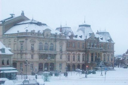 Quartier centre ville : le théâtre et l'Hôtel de Ville.