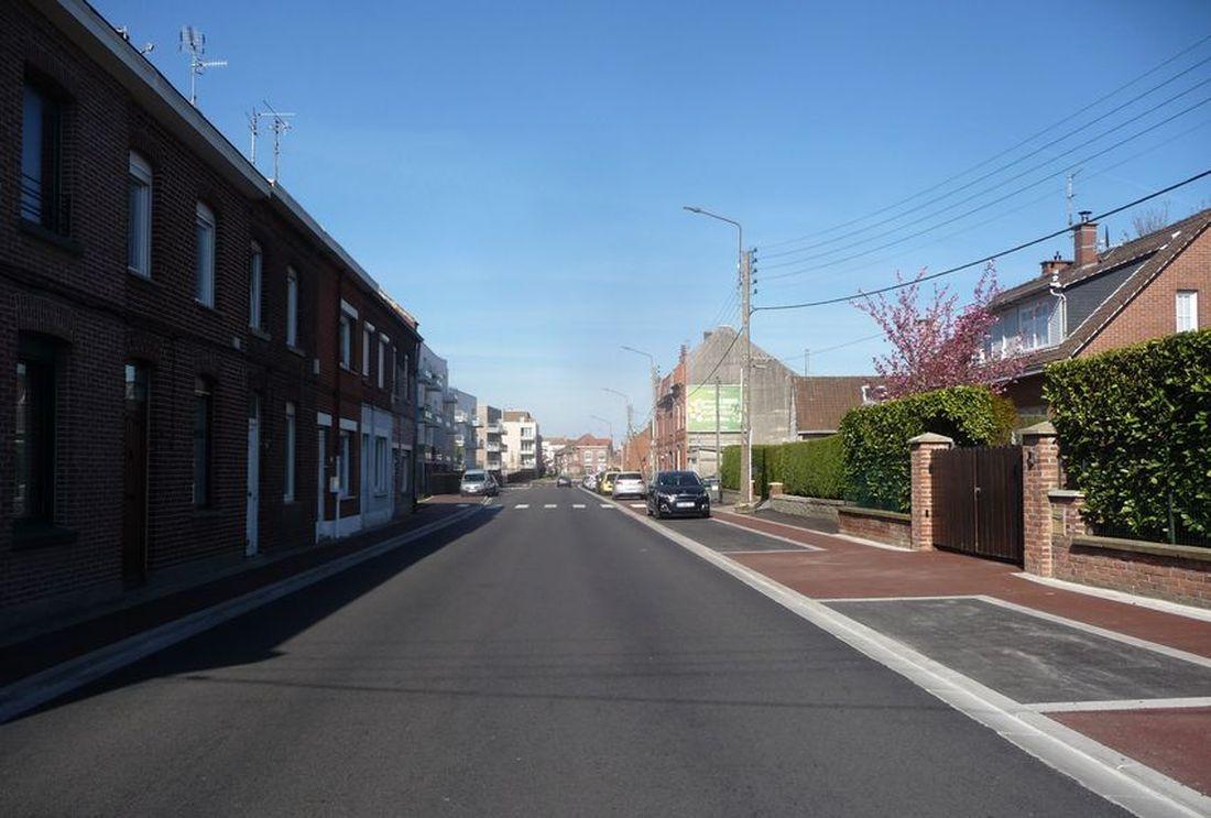 Portion rénovée de la Route de Linselles Halluin... vers le centre ville, le 22 Avril 2021.