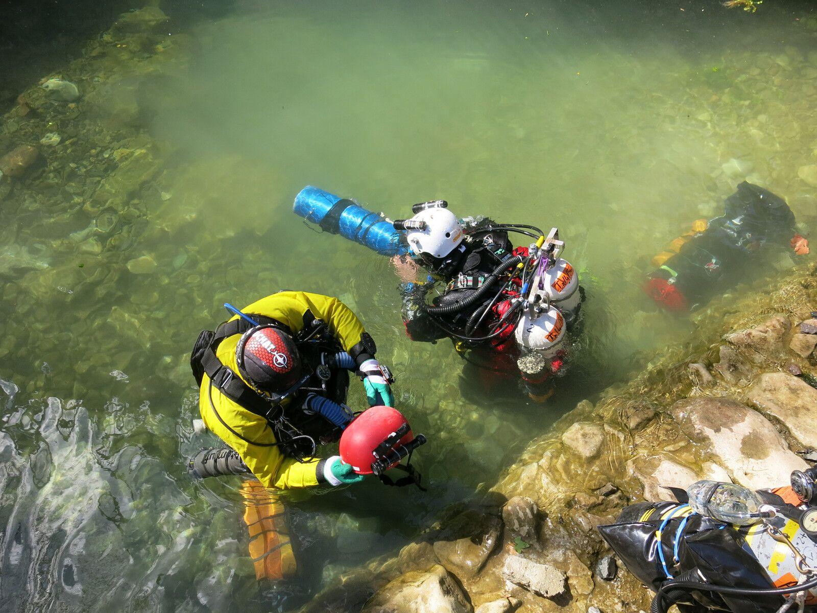 Stéphane allume la caméra Paralenz pour immortaliser cette plongée