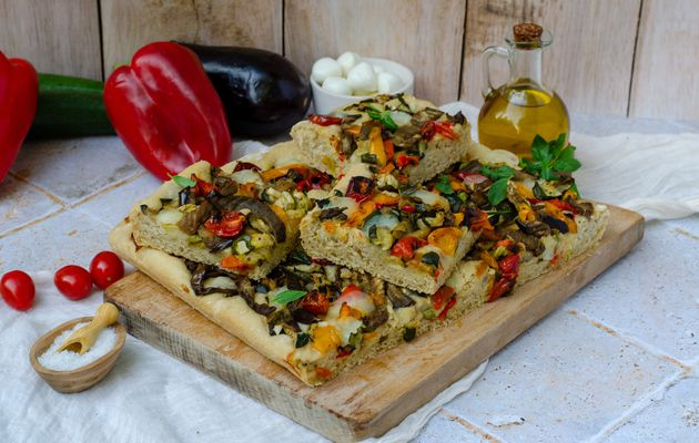 Focaccia aux légumes grillés et mozzarella