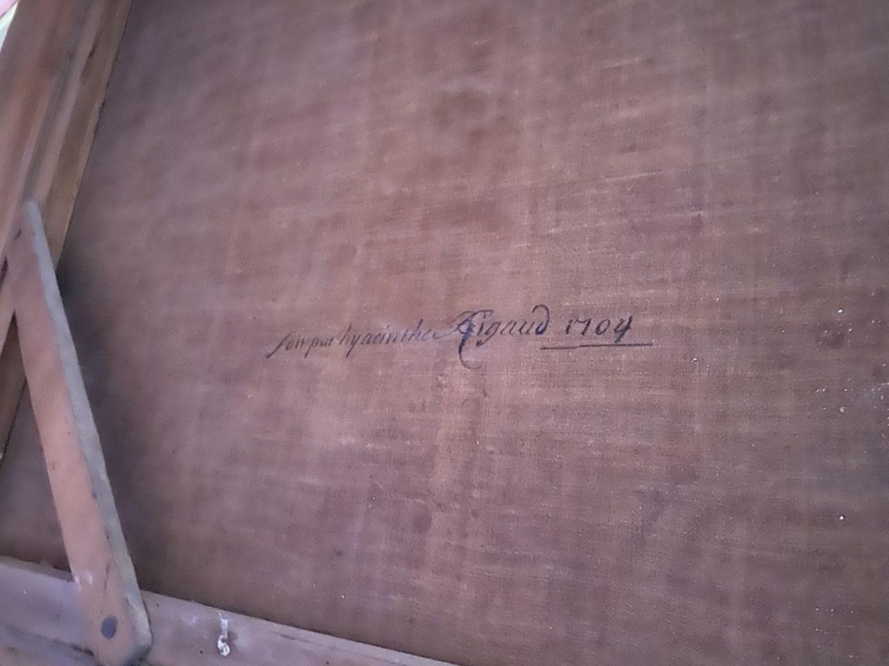 Signature autographe de Rigaud au dos de la toile d'origine © Photo Hyacinthe Rigaud portrait dit à tort du duc de Vilars, 1704. Aix-en-Provence, collection particulière © Photo Alexandre Mahue-Deloffre