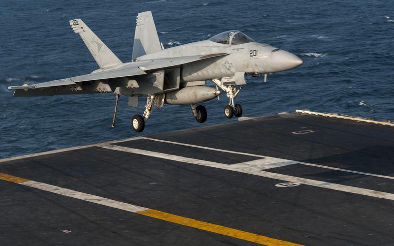 Asie : Un F/A-18E Super Hornet de l'US Navy s'est abîmé en mer avant son appontage