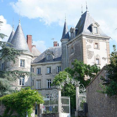 Le château de Saint-Bonnet-les-Oules près de Saint-Etienne
