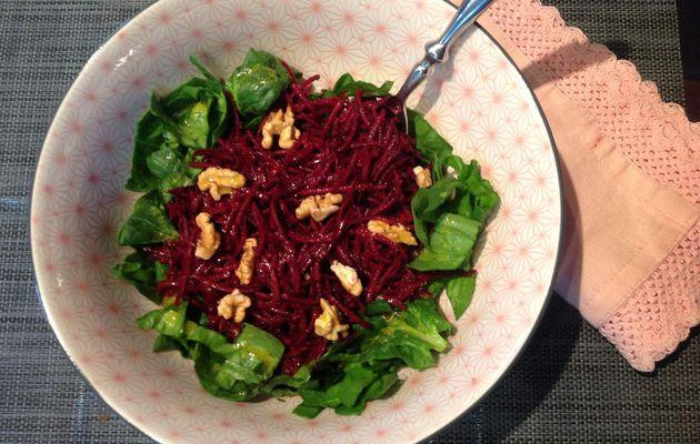 Salade de pousses d'épinards et betteraves