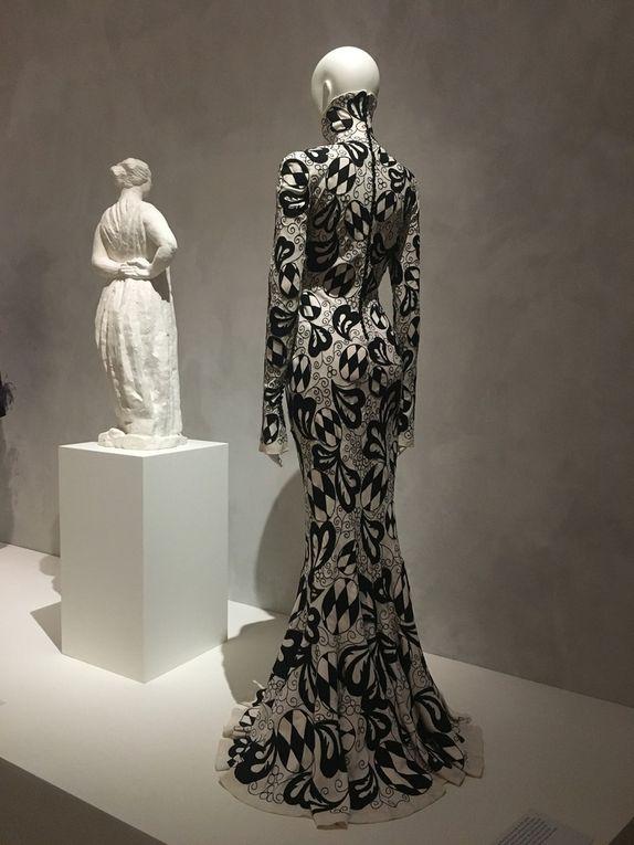 Back Side / Dos à la mode au musée Bourdelle