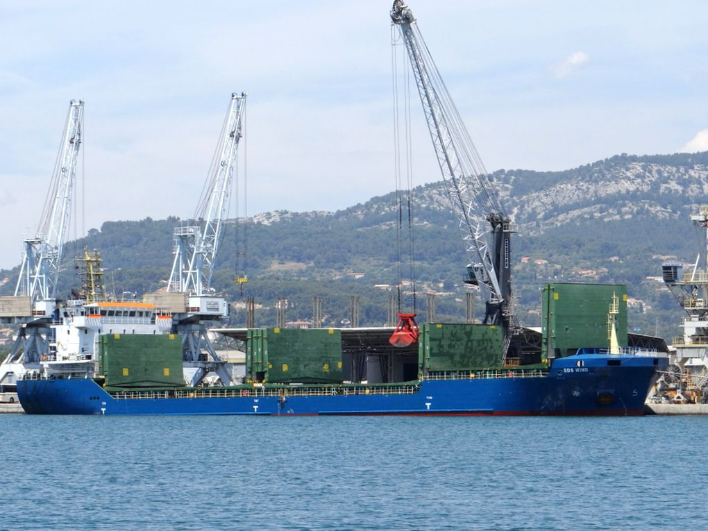 SDS WIND , a quai dans le port de Toulon / Brégaillon le 22 juin 2015