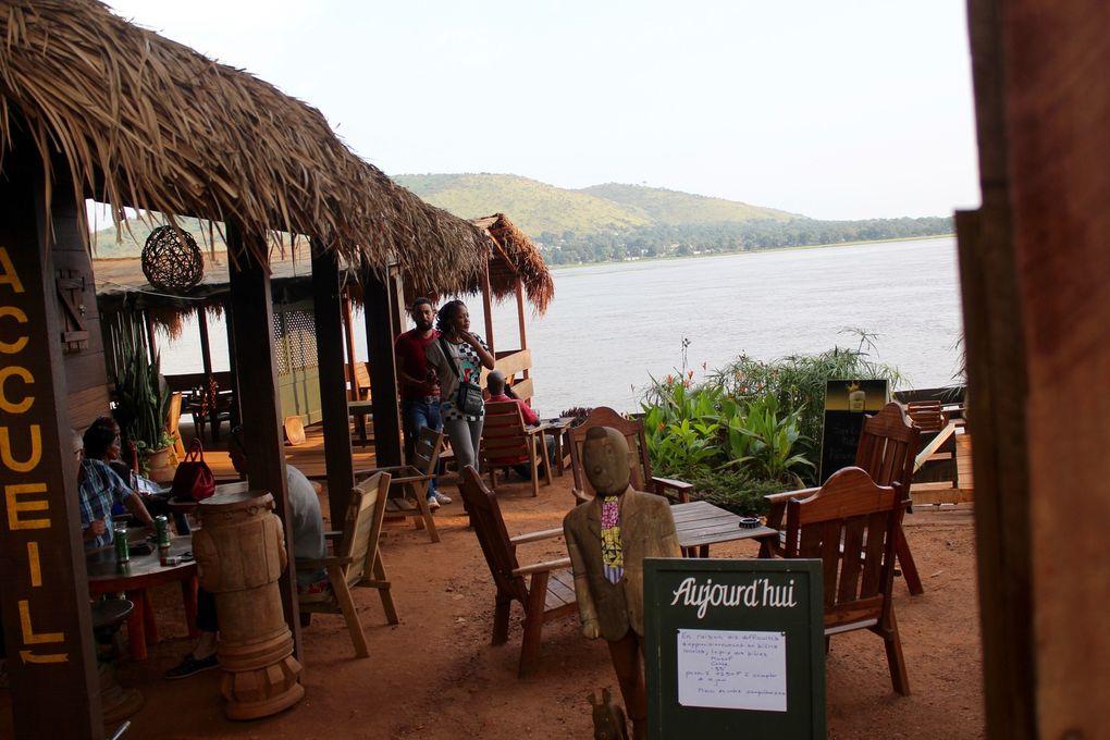 Photos: la passerelle pourrie - Visite en Cie du «body-guard» Le poulailler - Vue de l'Oubangui -