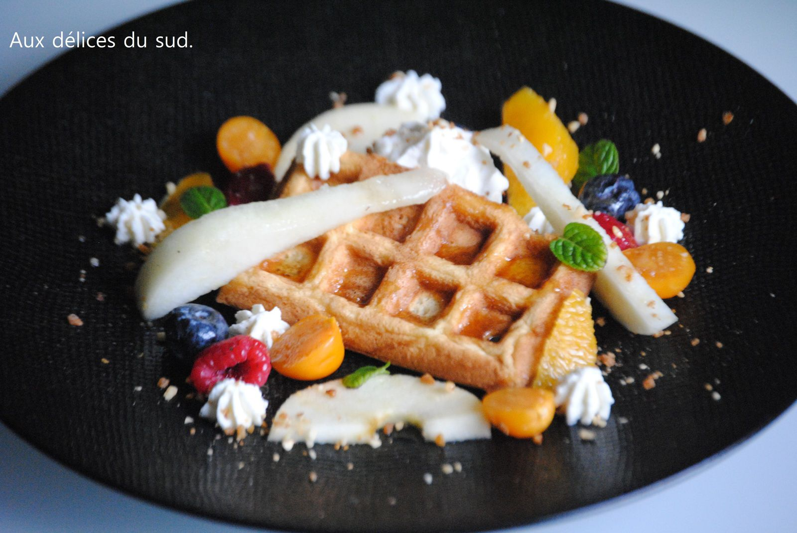 Gaufre chantilly et fruits de saison .