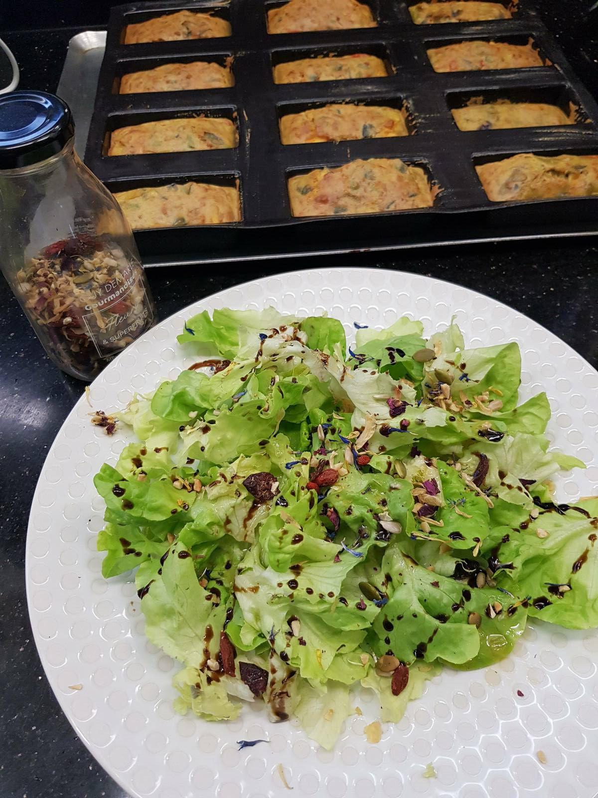 J'aime beaucoup saupoudrez mes salades de graines.  Je vous recommande ce super mélange gourmand