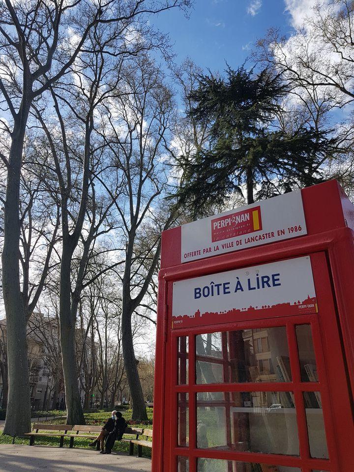 Alduy et la boîte à livres du parc de Perpignan