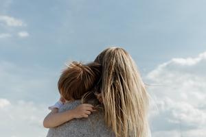 Comment lâcher du lest avec sa culpabilité maternelle