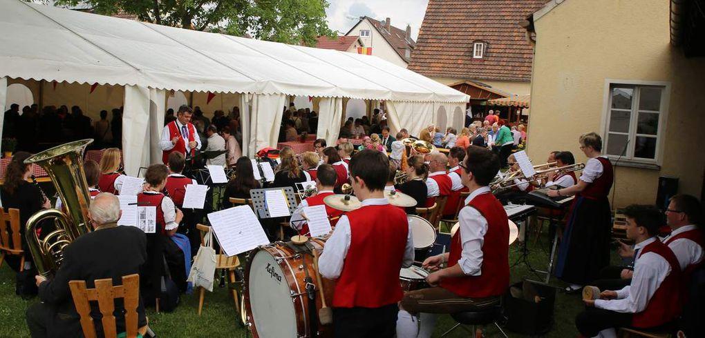Ein großes Dankeschön der Schützenmeisterin galt aber auch der jahrelangen Mithilfe des Musikvereins Veitshöchheim beim Vitusfest, der auch heuer wieder musikalisch Gottesdienst und Festzug begleitete und zum Weißwurstessen auf dem Festgelände aufspielte.