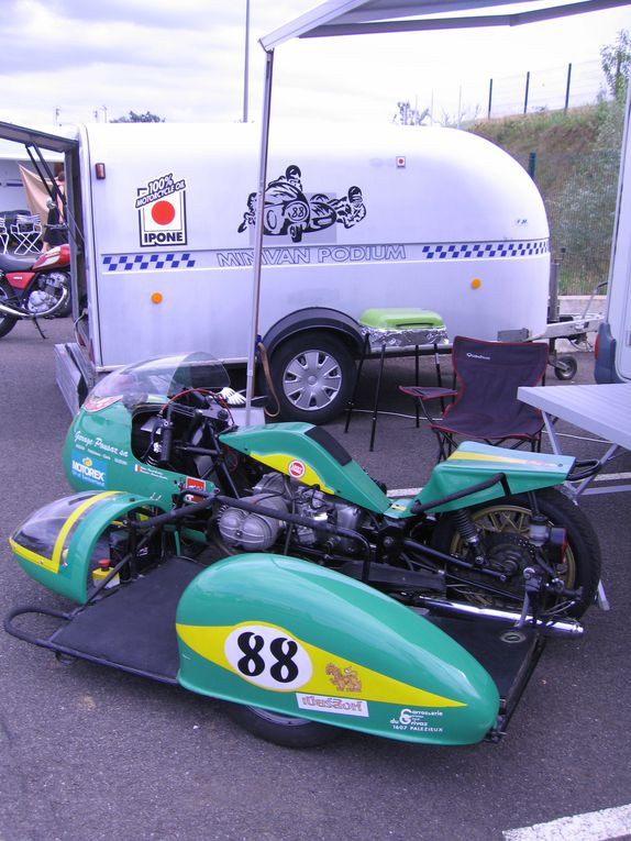 Journees-Coyote-Nogaro-2011 Démonstration sur piste motos et side car anciens