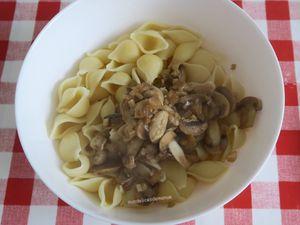 Gratin de pâtes et champignons aux restes de poulet rôti