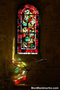 L'église Saint Pierre, à l'ombre de la Basilique de Montmartre