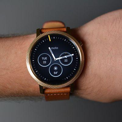 Hoa mắt với vẻ đẹp tinh tế của đồng hồ Moto 360 Gen 2 thời trang