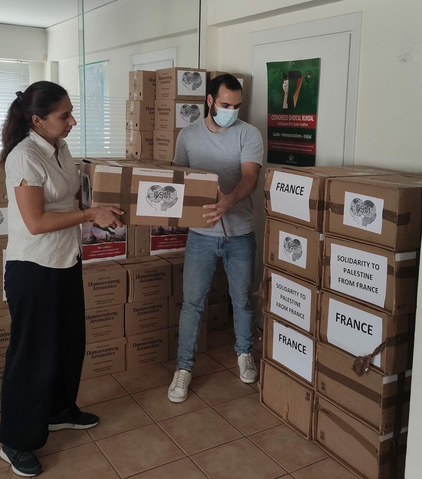 Onze cartons de produits pharmaceutiques pour la Palestine ont été livrés dans les bureaux centraux de la FSM par la CGT des Cheminots de Versailles – France