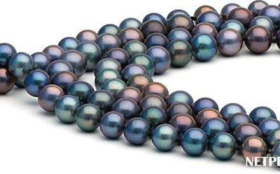 Gros plan sur des perles d'eau douce noires