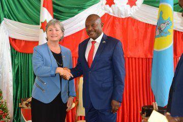 La nouvelle ambassadrice du Canada au Burundi Madame Lisa Stadelbauer présente ses lettres de créance au Chef de l'État