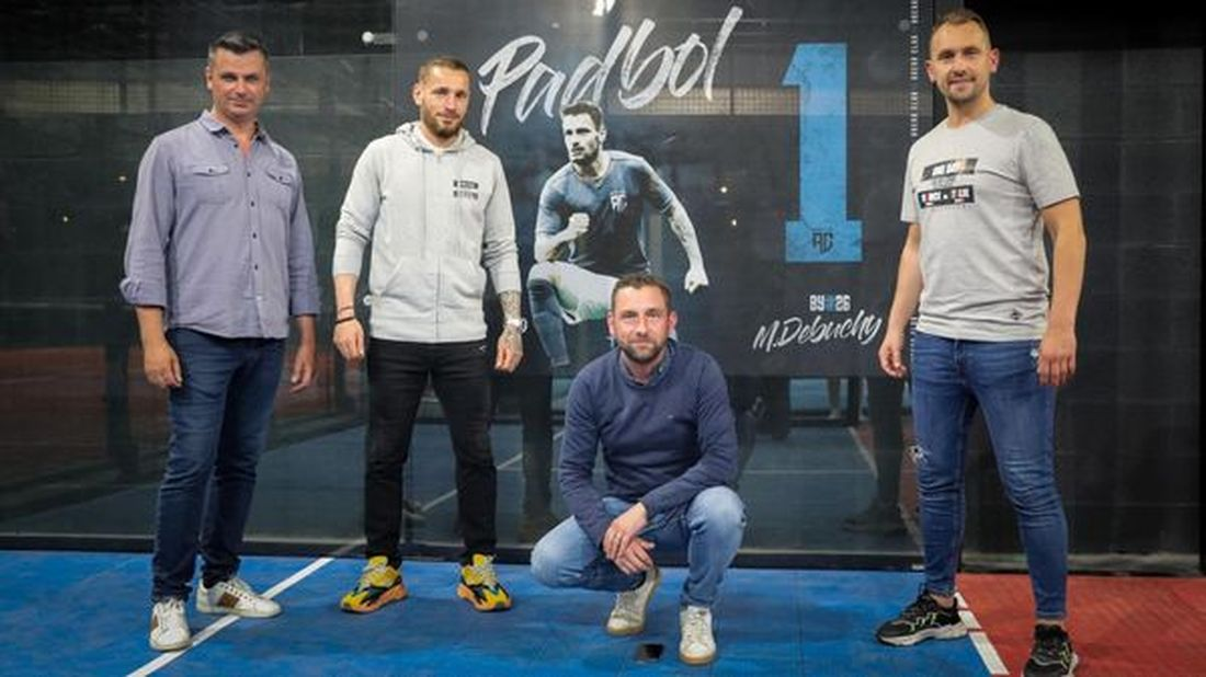 Mathieu Debuchy et les responsables de l'Arena Club Halluin... Ouverture en Juin 2021.