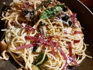 Spaghetti aux Courgettes, Champignons de Paris et Viande Séchée