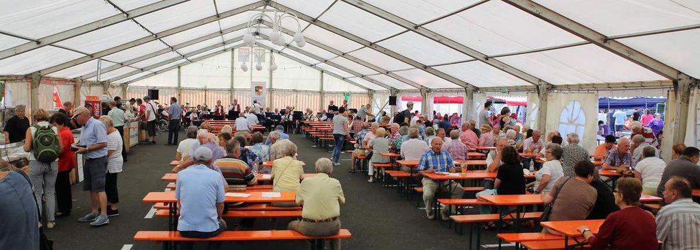 Vorsitzender Joachim Bund freute sich, dass schon am Samstagabend zur Festeröffnung an die 800 Gäste trotz des gleichzeitigen Margarethenfestes auf der anderen Mainseite kamen (Fotos vom Sonntagmittag)..