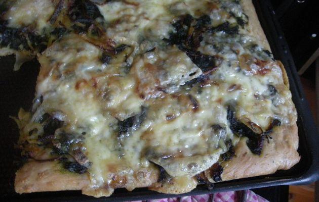 Focaccia épinards oignons rouges et tomme de brebis.
