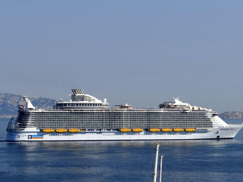 SYMPHONIE OF THE SEAS  appareillant de Marseille le 19 juin 2018