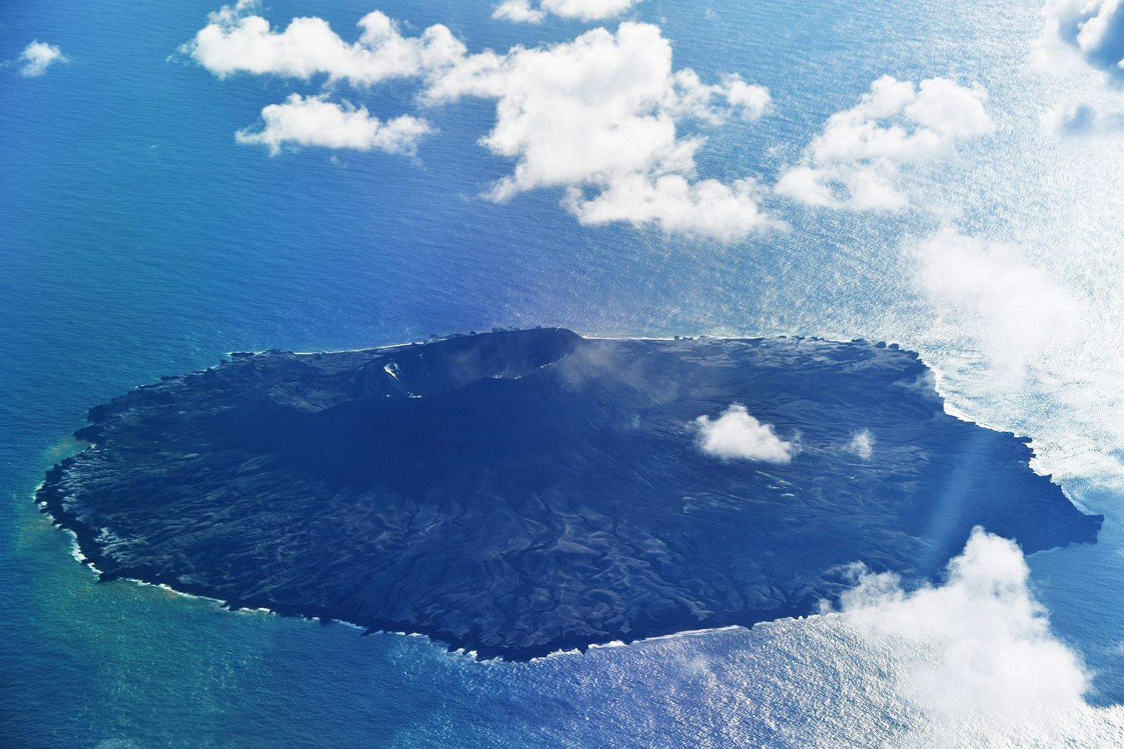 Nishinoshima, seen from the east on 08/16/2021 / 4:02 p.m. during the reconnaissance overflight by the JMA - Doc. 1.kaiho.mlit.go.jp