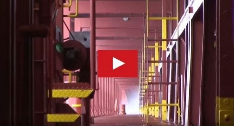 VIDEO - how a container ship twists during a storm