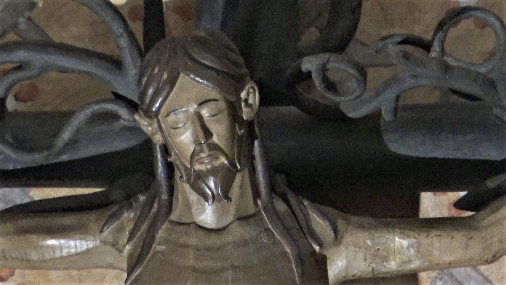 Le Christ Roman de l'église saint-Pierre de Moissac et le Christ de saint-Flour