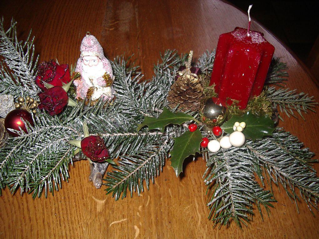 branches, branches de sapin, pommes de pin, boules décoratives, bougies