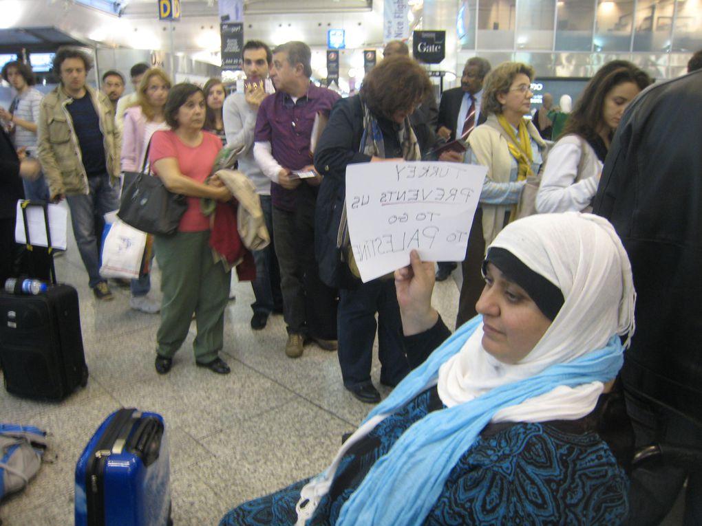 Plus d'un millier de citoyens du monde entier réclament le droit de se rendre en Palestine. Ici, des participants bloqués à Istanbul.