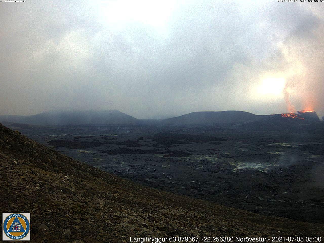 Fagradalsfjall - une éclaicie dans le brouillard - webcam langihryggur NV 05.07.2021 / 05h00