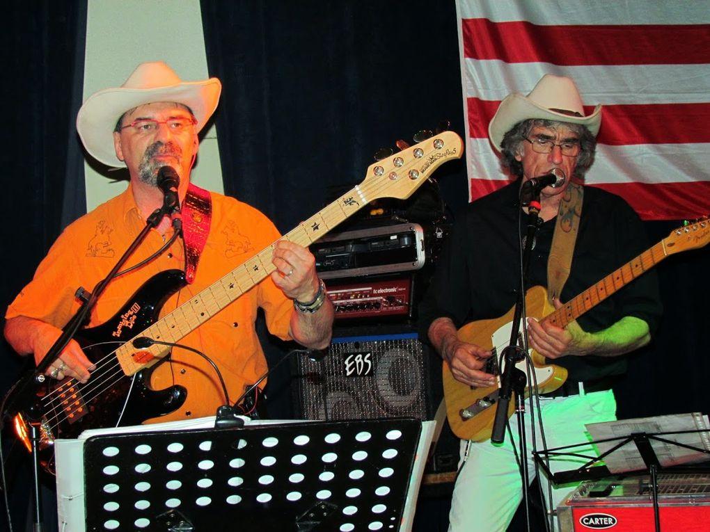 Bel soirée country chez nos amis de FARWEST ALBINIEN avec de la  musique sur CD et les groupes : SILVER COLT et Rockabilly avec ANGRY CATS, une bien belle organisation, une super ambiance, et merci a SOSO pour les centaines de photos