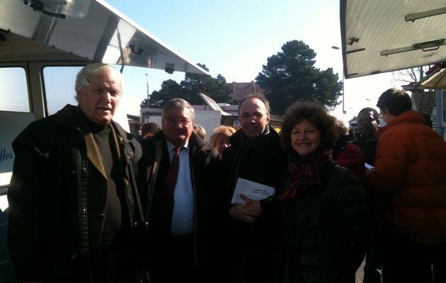 Jacques AUXIETTE de passage au marché de la Cité des Pins