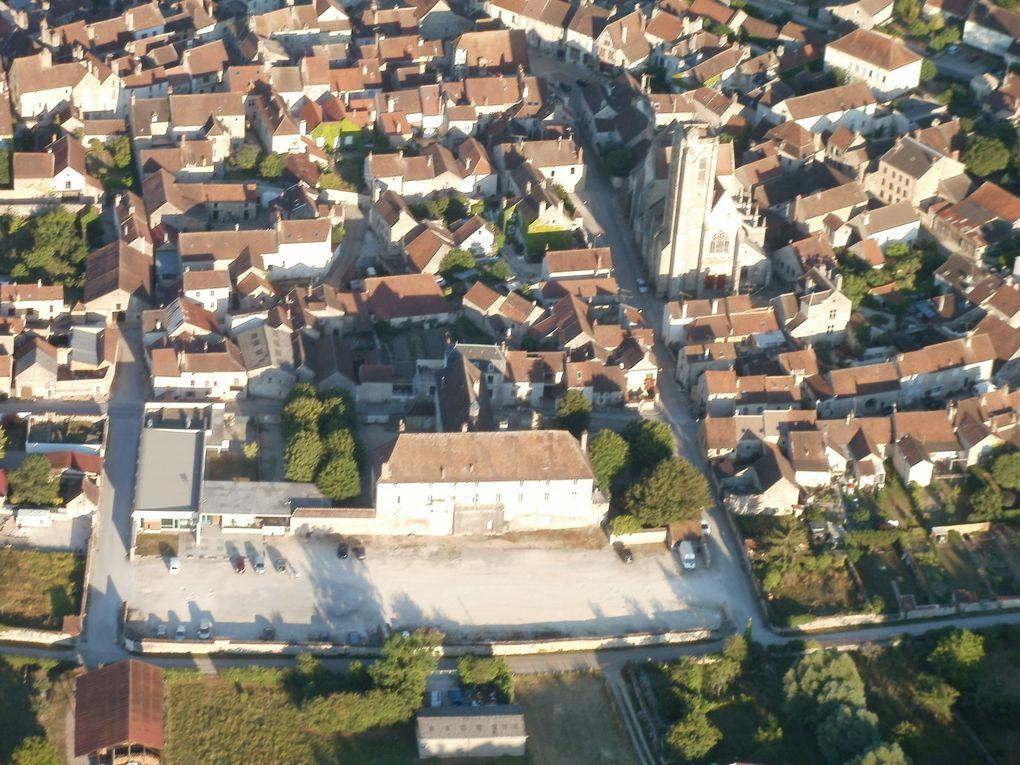Noyers sur Serein (zoom sur la porte et l'Hotel du Globe par Christophe) où furent tournées quelques scènes de la Grande Vadrouille. A vous de retrouver l'hotel du Globe !