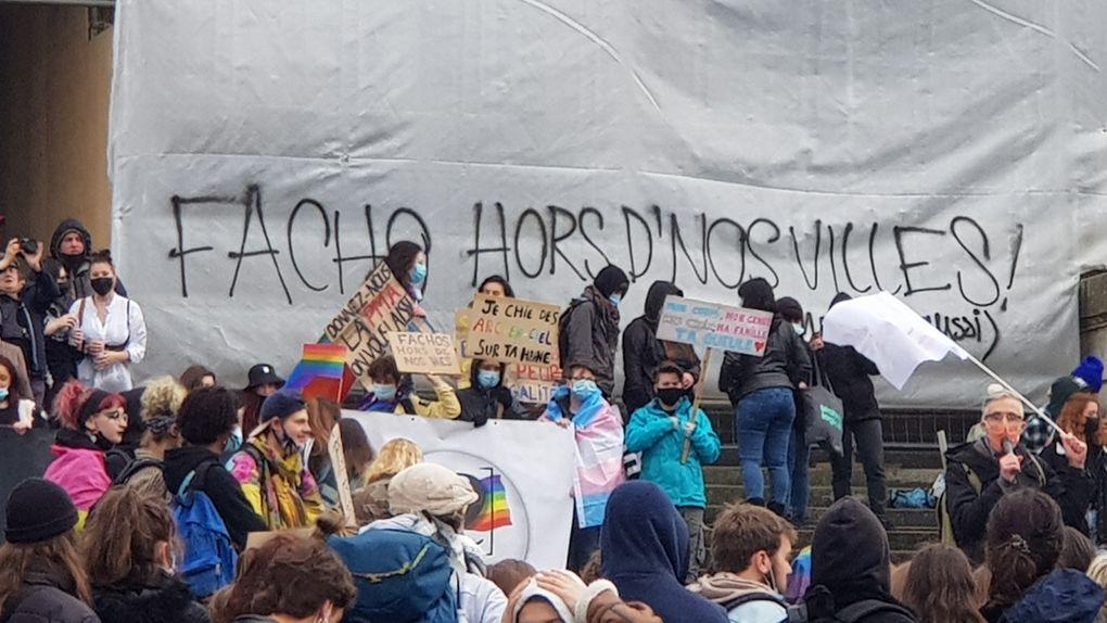 Un millier de manifestants : PMA pour tou.te.s, Non au fascisme, Soutien à la Grande Ourse, Marche des libertés