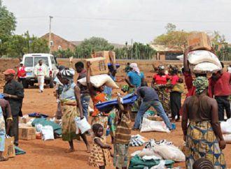 Un ataque terrorista suicida devasta un mercado ambulante y causa 30 muertos en Nigeria.