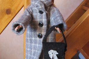 manteau, pantalon, pull et sac poupée barbie