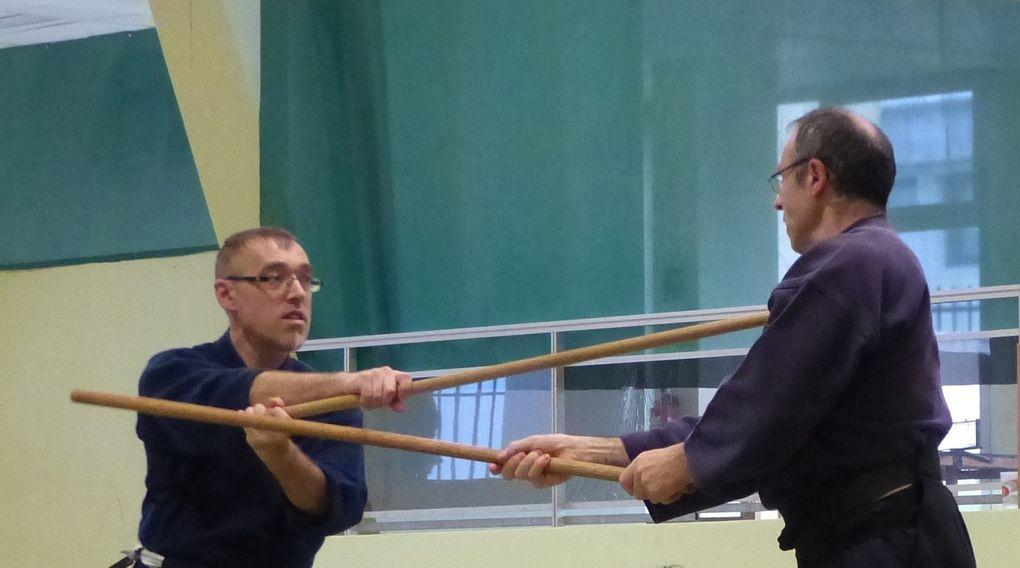 Pratique des armes (Ken et Jo) au sein du club
