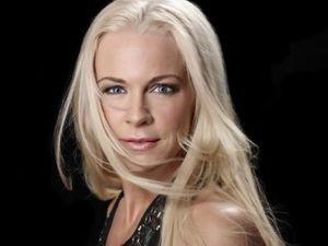 malena ernman, une chanteuse mezzo-soprano lyrique suédoise qui explore d'autres univers, le cabaret, comédie musicale, jazz, lied ou pop