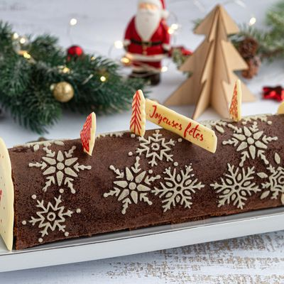Bûche de noël au chocolat et fruits rouges