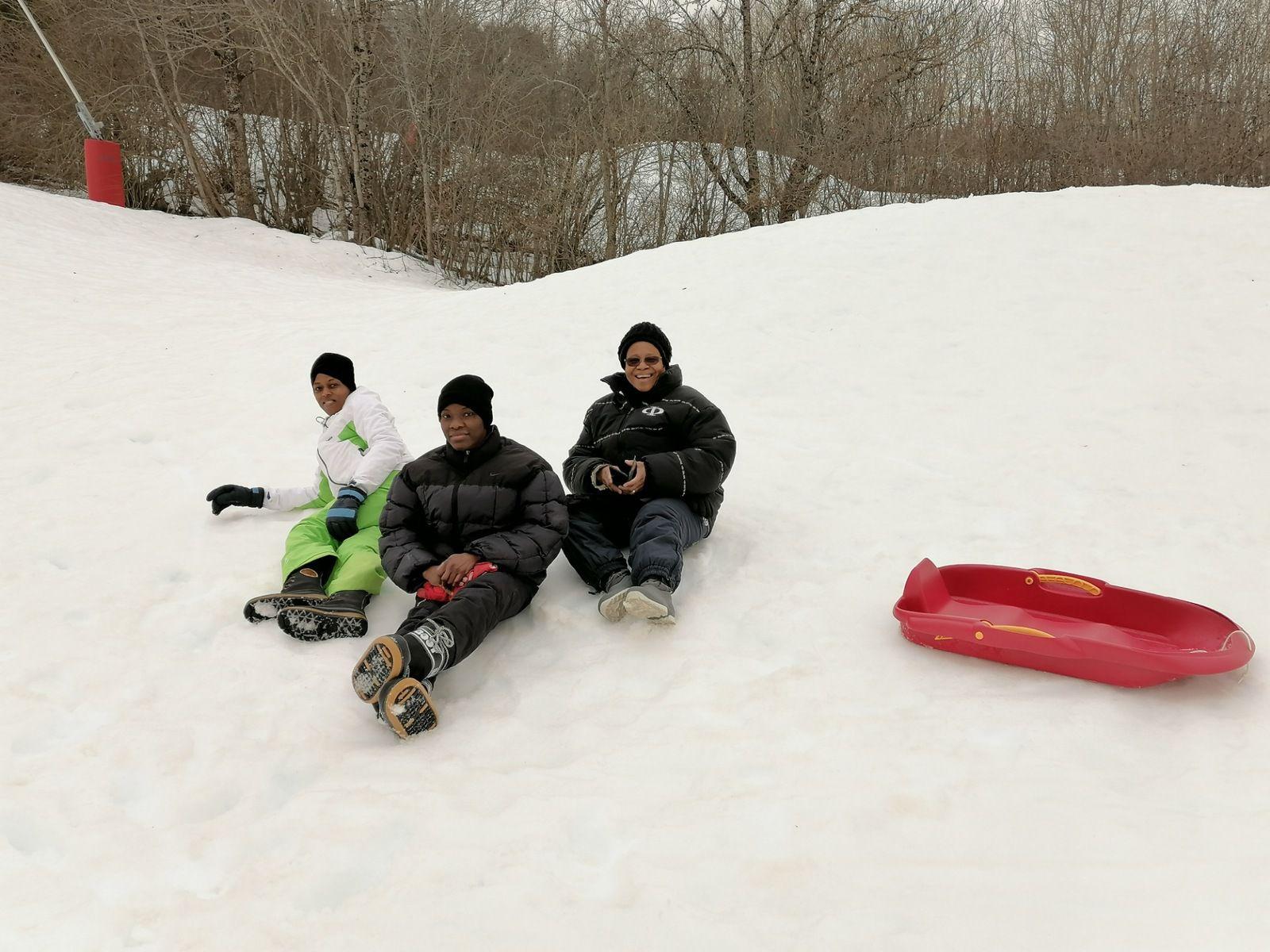 Le Père Michel nous a annoncé ce matin que nos Sœurs n'assistaient pas à la Messe mais faisaient du ski. Pour les paroissiens incrédules, notre envoyée spéciale était sur place !!!!!