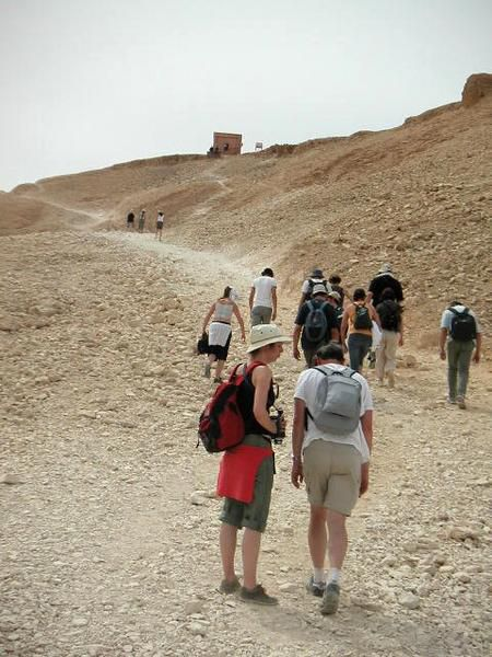 Le temple de Medinet abu, mais aussi le village, la montagne thébaine, les vallées des Nôbles et des Rois.