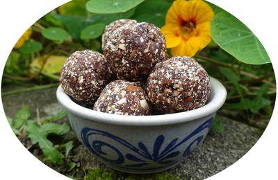 Energy balls aux dattes, cacao & amandes