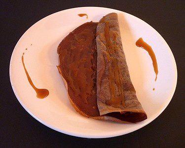 Crêpes au Cacao et Caramel au Beurre Salé